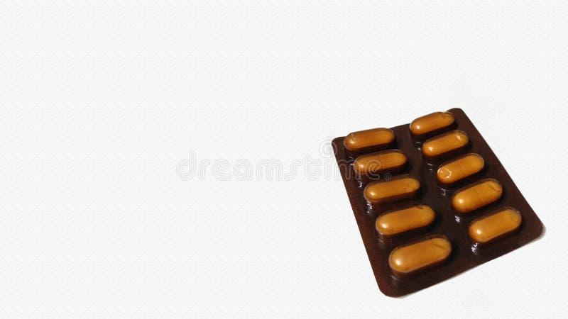 Cápsula de la píldora del color oscuro aislada en el fondo blanco Visi?n superior imagen de archivo libre de regalías