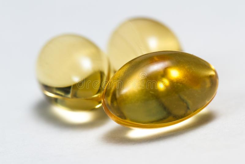 Cápsulas do óleo de CBD imagens de stock