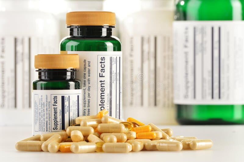 Cápsulas do suplemento dietético. Comprimidos da droga fotografia de stock royalty free