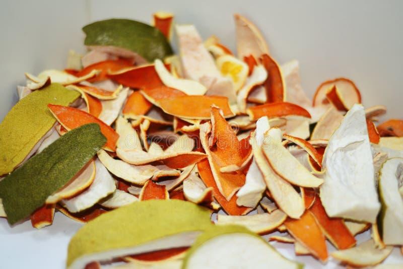 Cáscara secada de la naranja y de la fruta cítrica imágenes de archivo libres de regalías