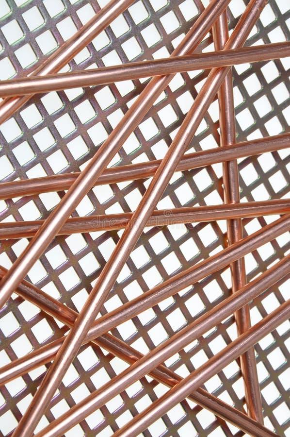 Câblage cuivre sur le réseau en métal image stock