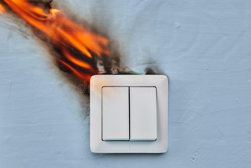 Câblage défectueux blâmé du feu de Chambre image stock