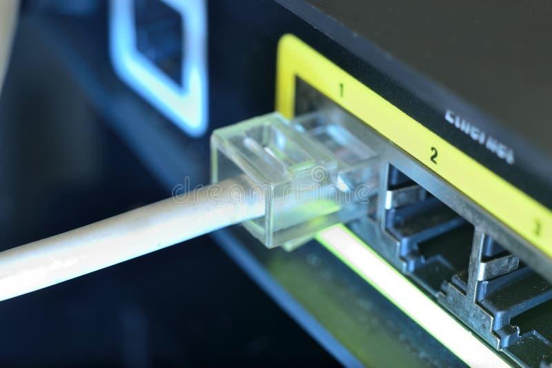 Câble d'Ethernet blanc photographie stock
