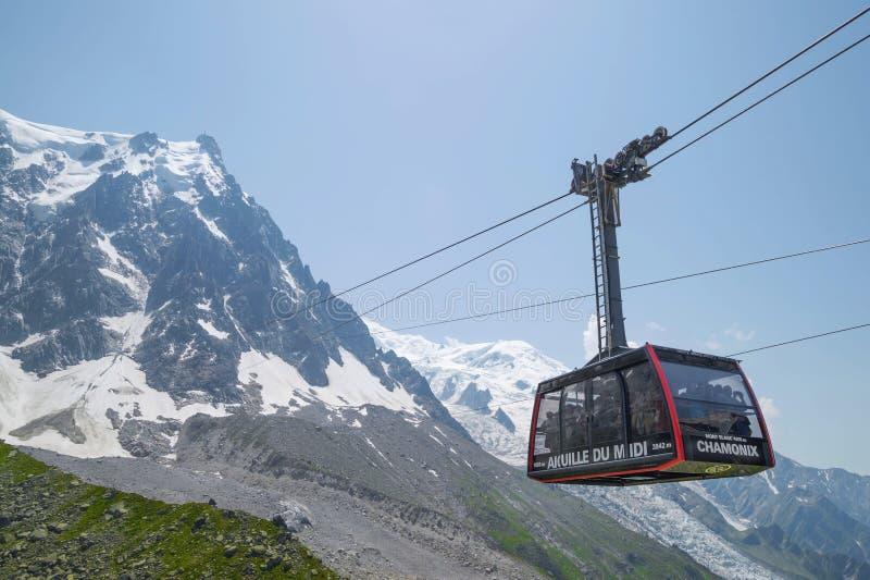 Câble de station - 2317 m, sur l'itinéraire Chamonix à Aiguille du Midi photo stock