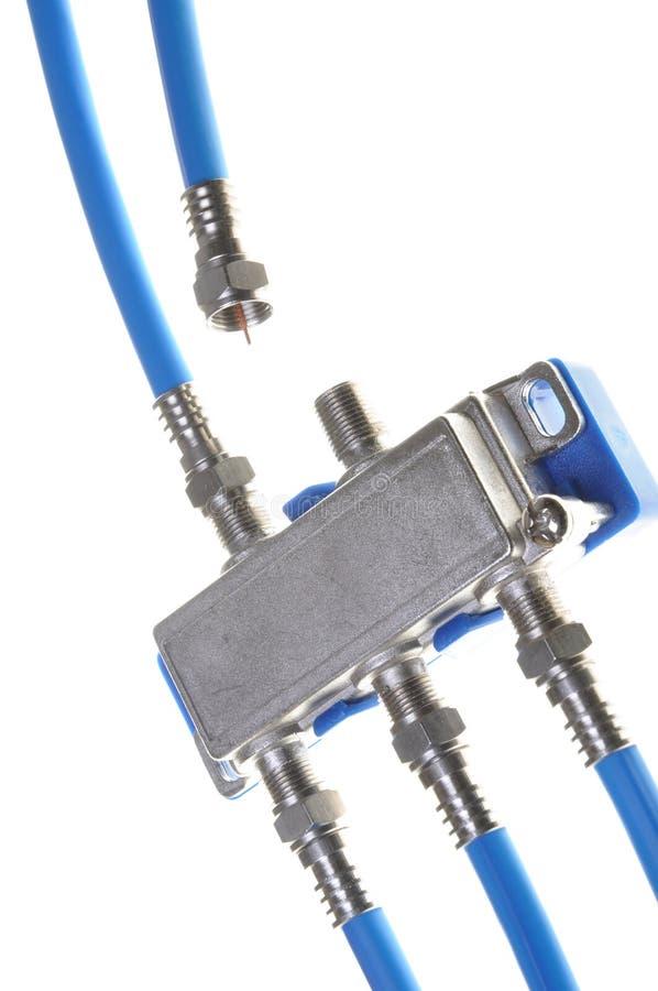Câbles coaxiaux de liaison avec le diviseur de TV photographie stock