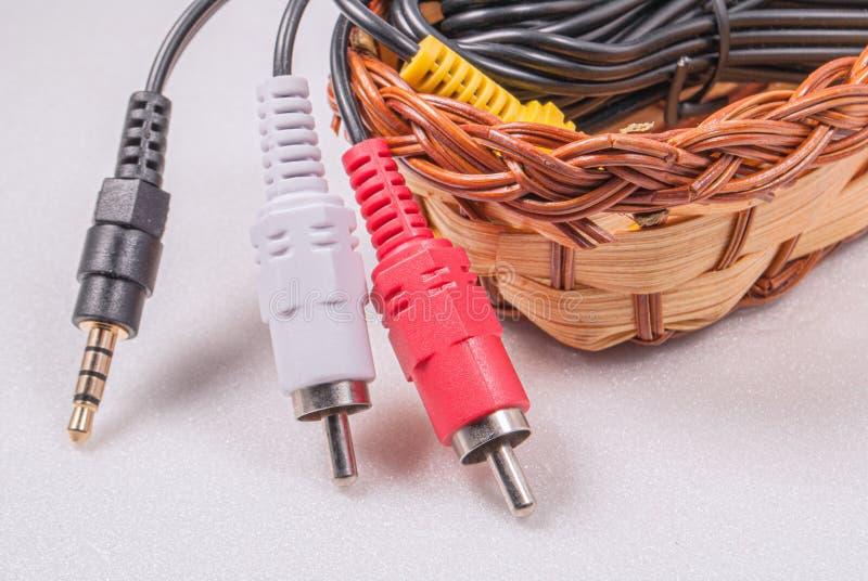 Câbles de raccordement pour l'équipement électronique image libre de droits