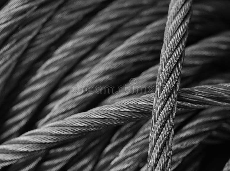 Câbles en acier en noir et blanc image libre de droits