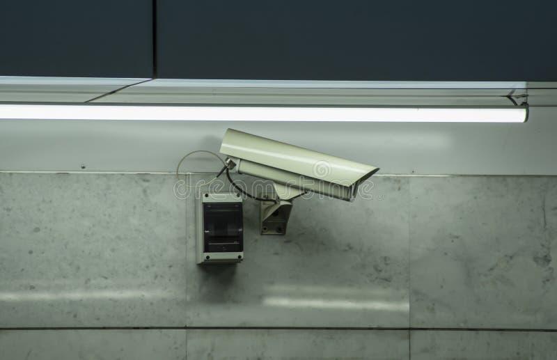 Câmara de segurança do CCTV instalada no aeroporto e no metro imagens de stock royalty free
