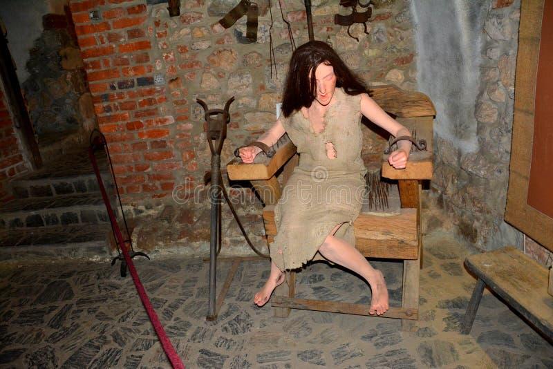 Câmara de tortura no castelo de Hunedoara, chamado castelo de Corvin em Transilvania imagem de stock royalty free