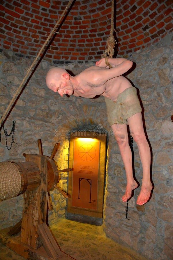 Câmara de tortura no castelo de Hunedoara, chamado castelo de Corvin em Transilvania imagem de stock