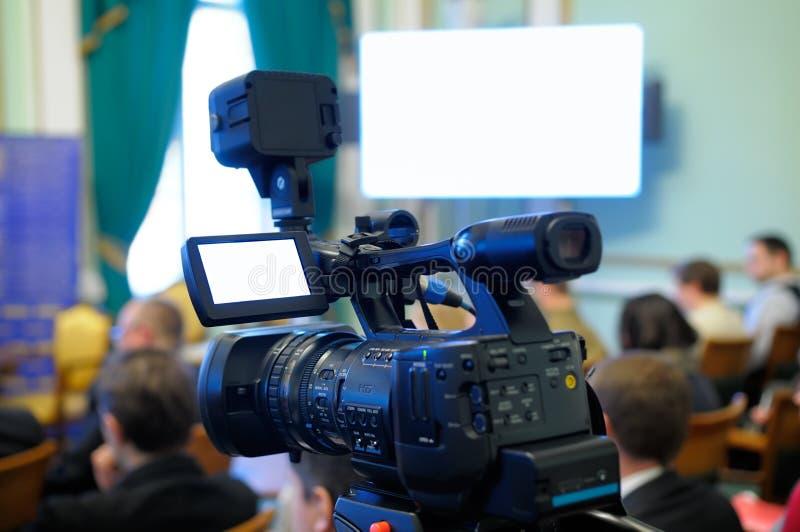 Câmara de vídeo em uma conferência. foto de stock royalty free