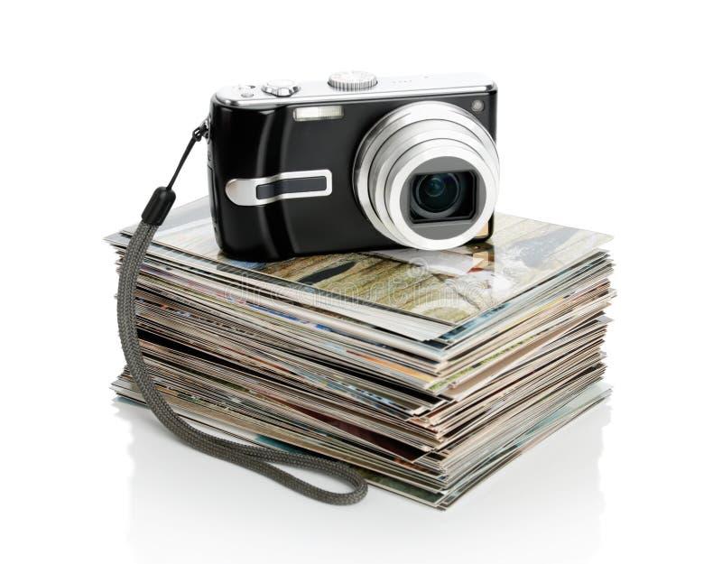 A câmara digital e o montão das fotos fotografia de stock
