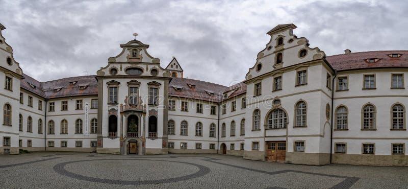 Câmara municipal da cidade medieval bávara de Fussen Alemanha fotos de stock royalty free