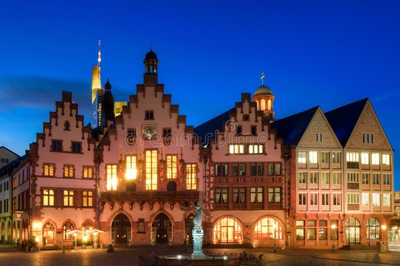 Câmara municipal de Francoforte no crepúsculo imagem de stock royalty free