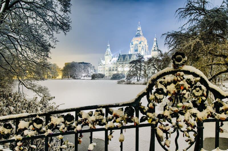 Câmara municipal de Hannover, Alemanha no inverno fotos de stock royalty free