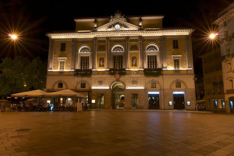 Câmara Municipal de Lugano à noite fotografia de stock