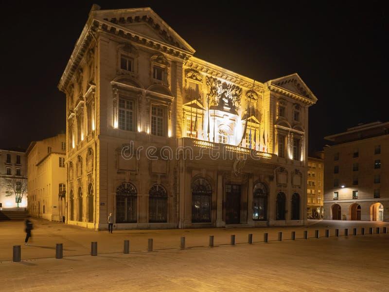 Câmara municipal de Marselha na noite foto de stock