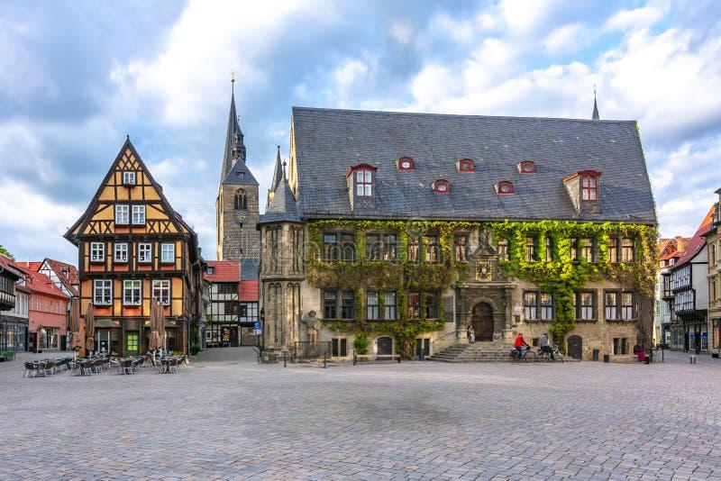 Câmara municipal de Quedlinburg no mercado, Alemanha foto de stock royalty free