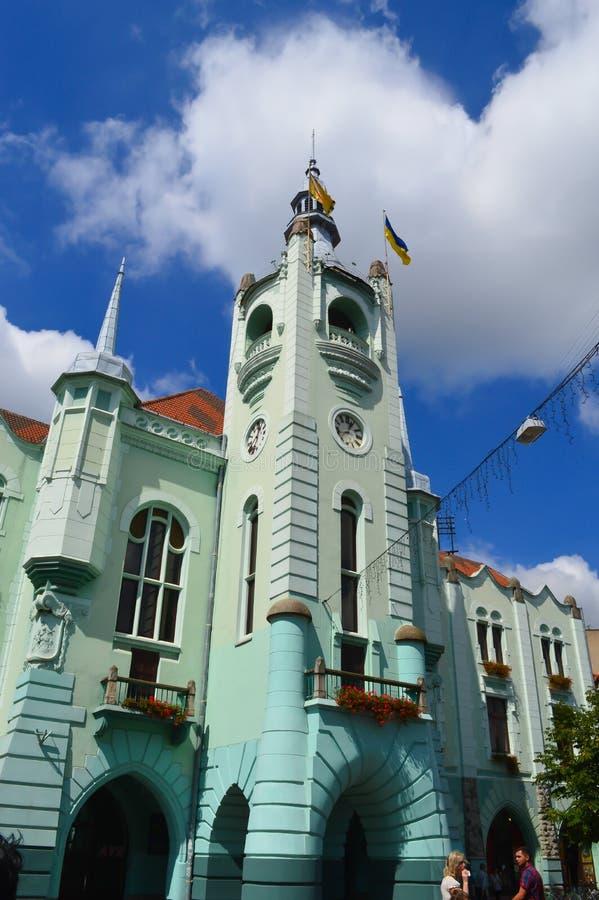 Câmara municipal em Mukachevo, Ucrânia o 14 de agosto de 2016 imagens de stock