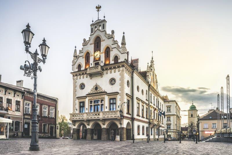 Câmara municipal histórica no centro de Rzeszow, Polônia imagens de stock royalty free
