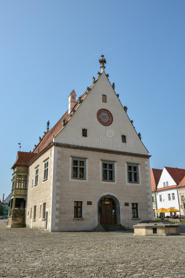 Câmara municipal histórica velha no quadrado de Radnicne na cidade pequena de Bardejov foto de stock royalty free