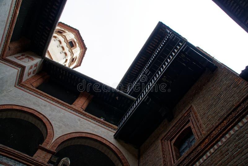 Câmara municipal medieval do castelo - vista do pátio foto de stock