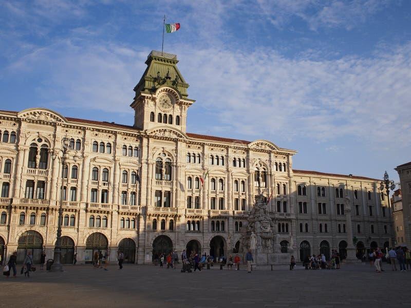 A câmara municipal na praça Unità fotografia de stock royalty free