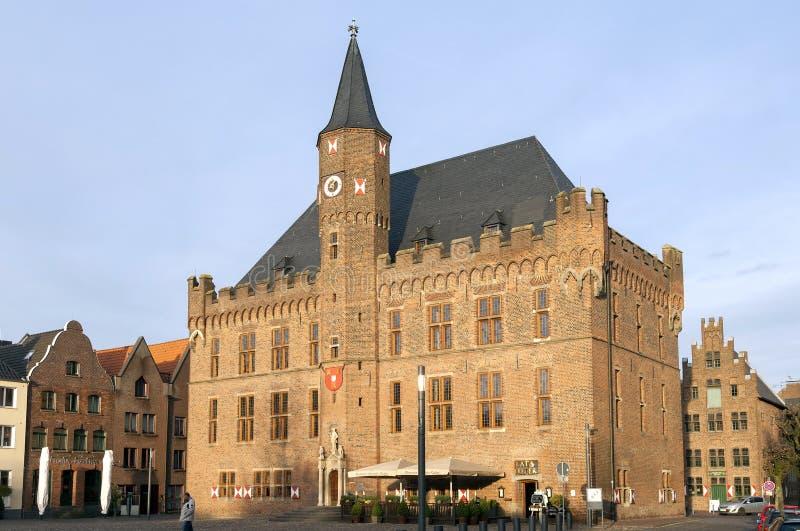 Câmara municipal no mercado, Kalkar, Alemanha imagem de stock