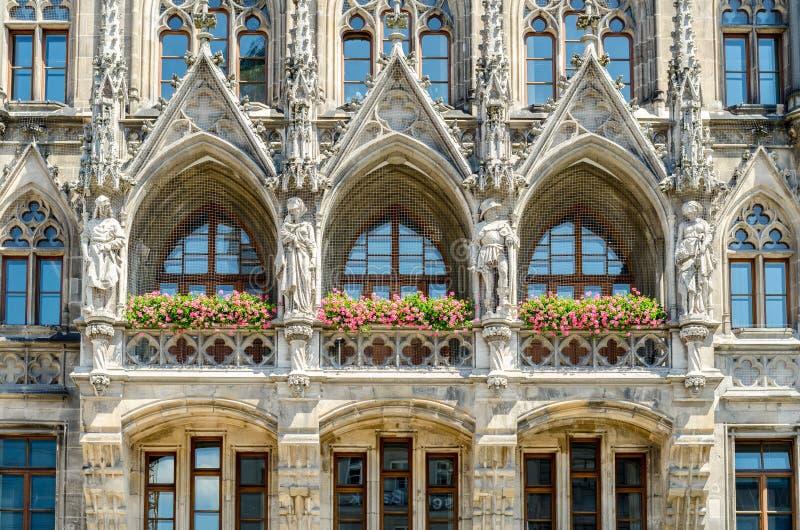 A câmara municipal nova é uma câmara municipal na parte nortenha de Marienplatz em Munich, Baviera fotos de stock