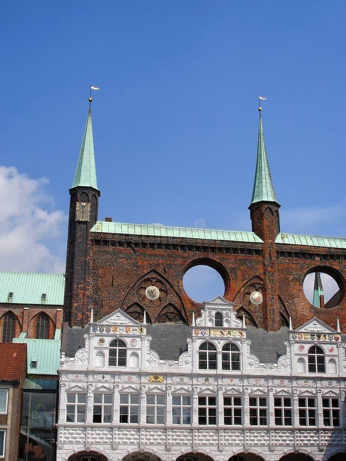 Câmara municipal ou Lubecker Rathaus no mercado em Lubeque foto de stock royalty free