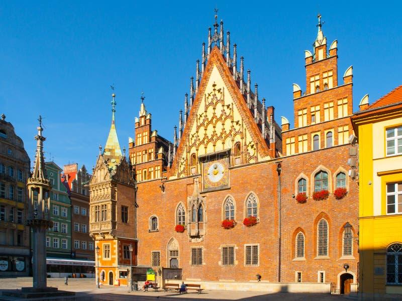A câmara municipal velha de Wroclaw no mercado, Polônia fotos de stock royalty free