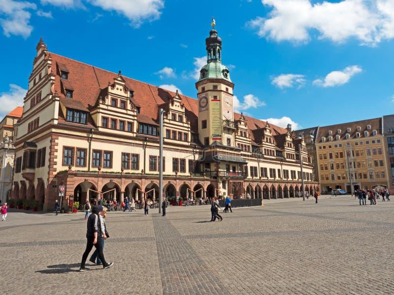 Câmara municipal velha em Leipzig com mercado imagens de stock
