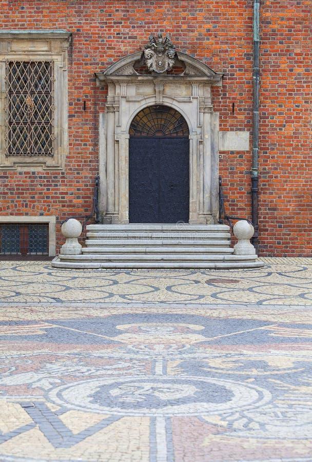 Câmara municipal velha gótico de Wroclaw no mercado, mosaico das pedras, braços da cidade, Wroclaw, Polônia imagens de stock royalty free