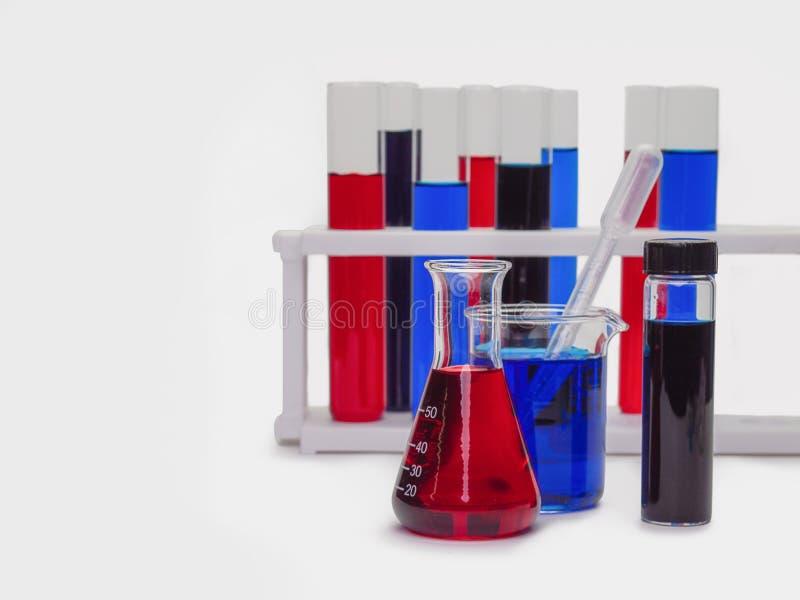 Câmaras de ar de teste com líquidos coloridos imagens de stock royalty free