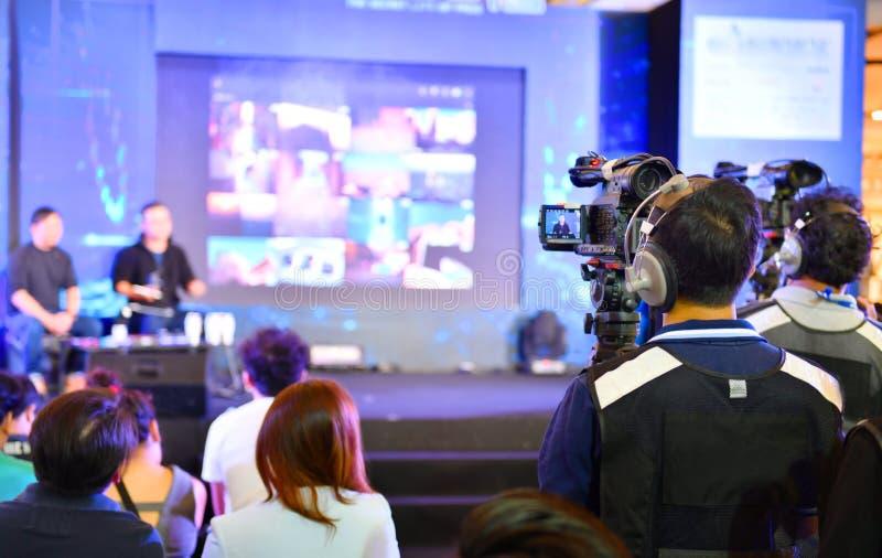 Câmaras de televisão video em seguido que transmitem fotografia de stock