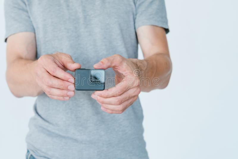 Câmera da ação do estilo de vida do homem do equipamento da fotografia imagens de stock