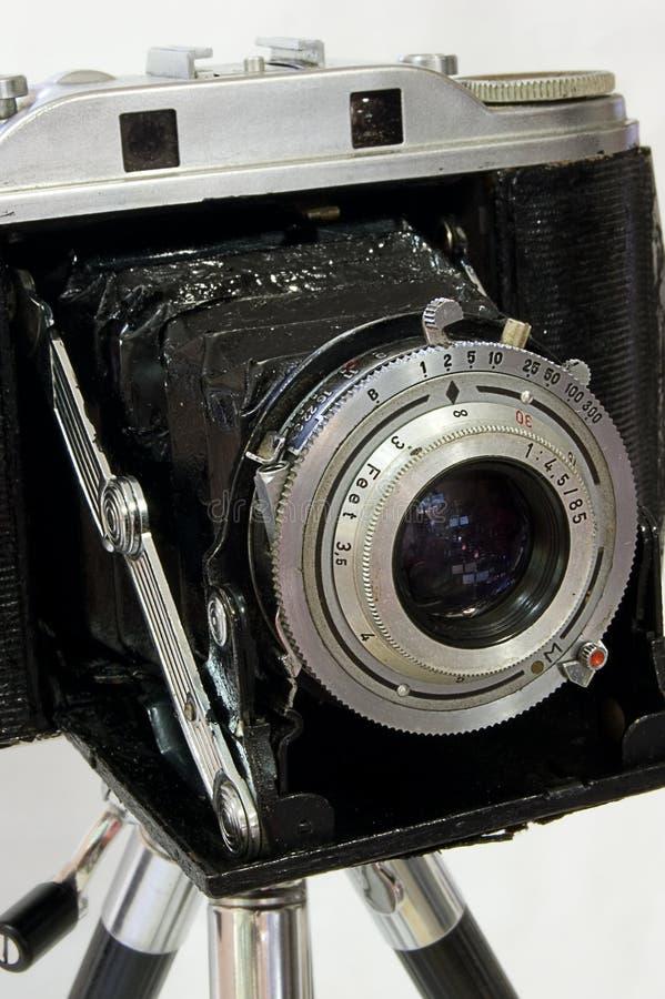 Câmera da película do vintage no tripé foto de stock