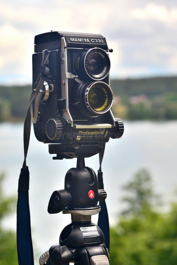 Câmera de TLR em um tripé fotografia de stock royalty free