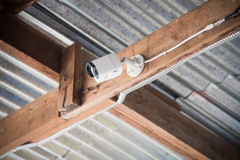 Câmera do CCTV da segurança na casa foto de stock royalty free
