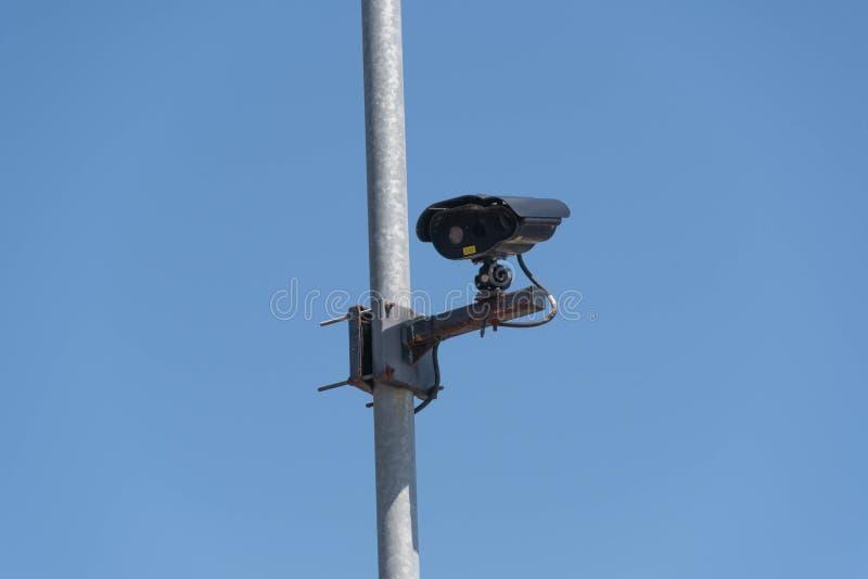 Câmera do CCTV em um parque de estacionamento fotos de stock