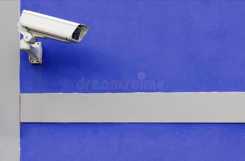 Câmera do CCTV no azul foto de stock royalty free