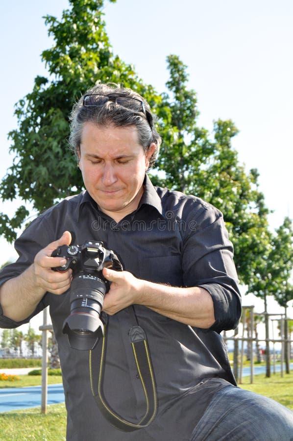 Câmera do dslr do fotógrafo imagem de stock royalty free