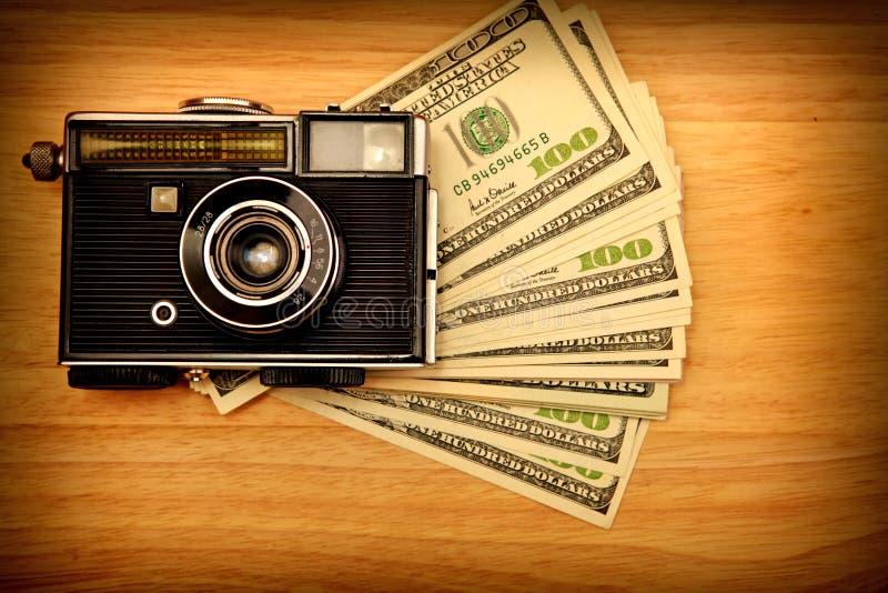 Download Câmera E Dinheiro Do Vintage Imagem de Stock - Imagem de mentira, finanças: 29846299