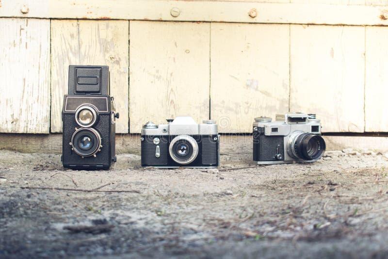 Câmera em um fundo de madeira foto de stock