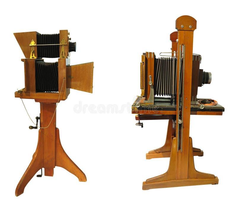 Câmera fotográfica marrom, de madeira velha, isolada sobre fundo branco imagem de stock