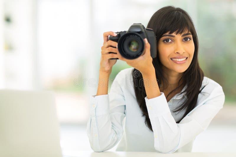Câmera indiana do dslr do fotógrafo imagens de stock royalty free