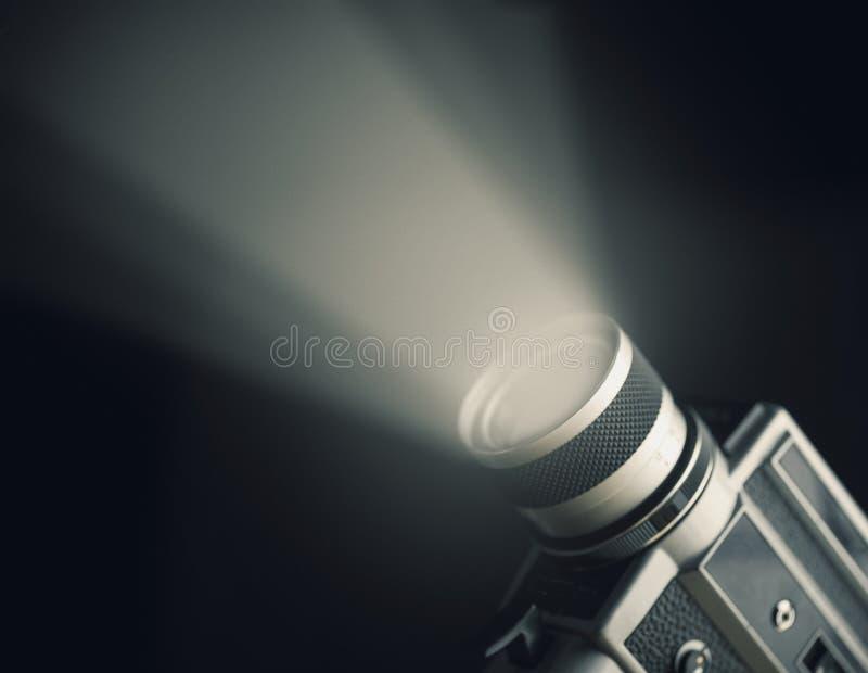 Câmera 8mm super do filme do vintage com o projetor sobre o fundo preto fotos de stock