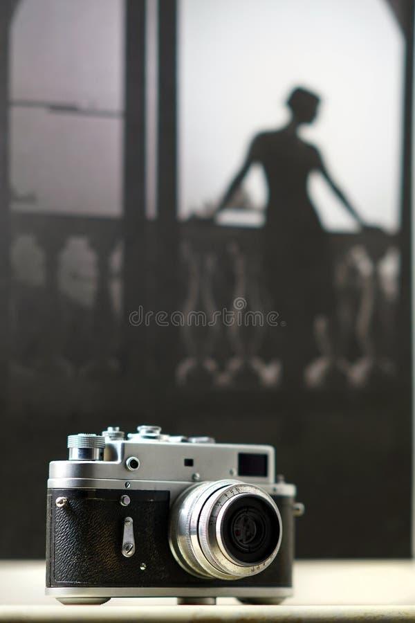 A câmera muito velha do russo comprou em um mercado em Moscou fotos de stock royalty free