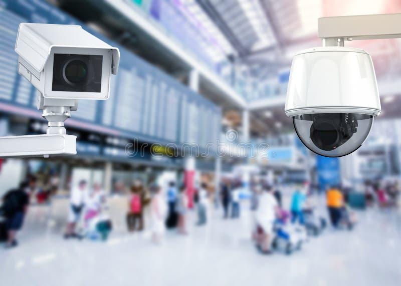 Câmera ou câmara de segurança do Cctv no fundo do aeroporto imagem de stock royalty free