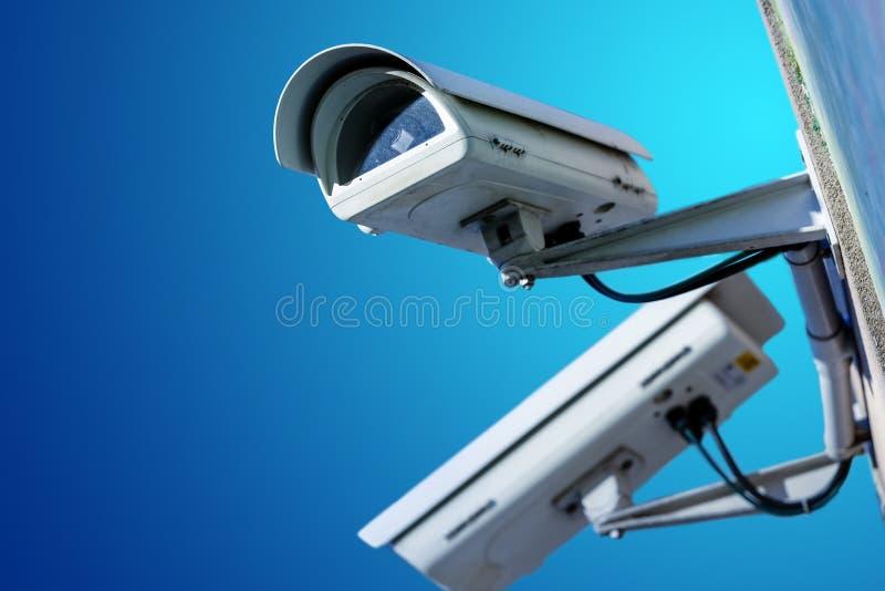 Câmera ou sistema de vigilância do CCTV da segurança no prédio de escritórios imagem de stock